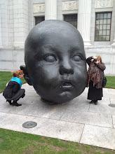 Photo: Dace Lamberga un Linda Treija pie mākslas muzeja Bostonā, 2012
