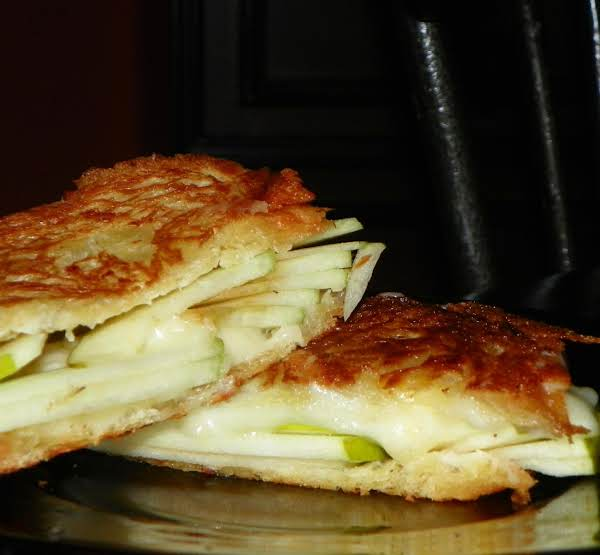 Grilled Apple And Swiss Cheese Sandwhich