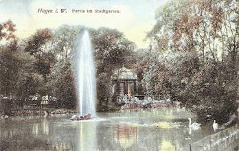 Photo: Alte Postkarte (um 1910) mit Fontäne und Pavillon.