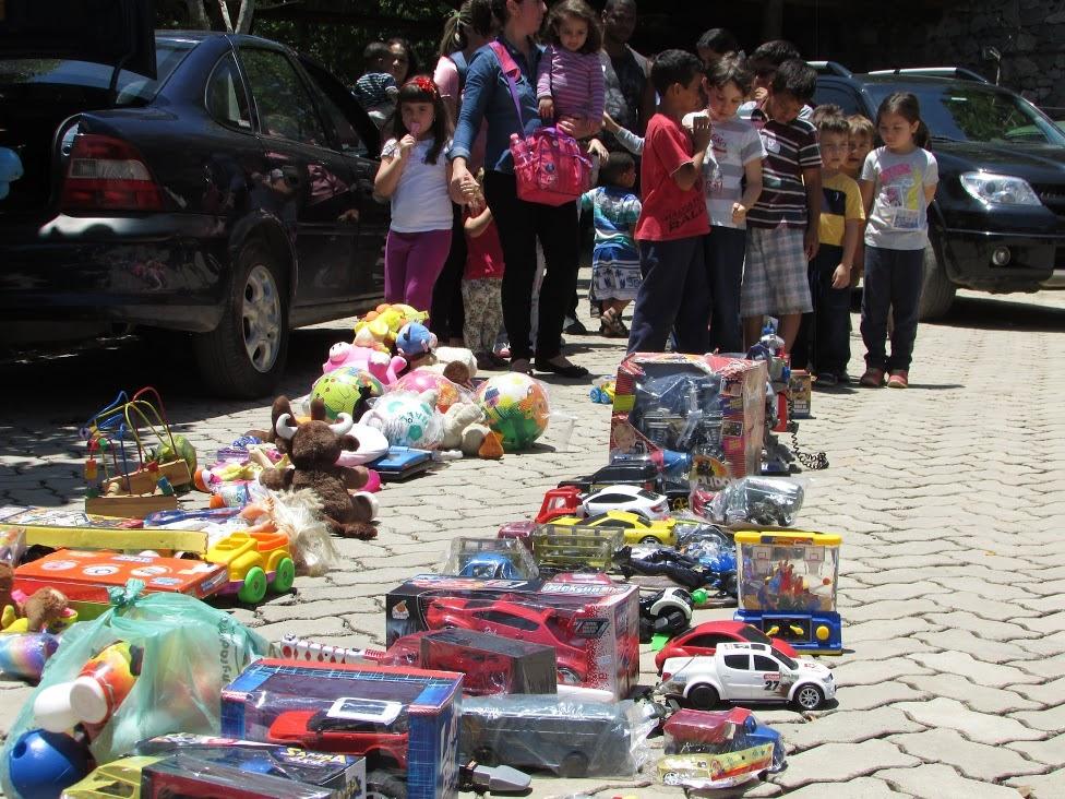 Turismo acompanha doação de brinquedos