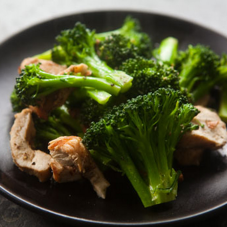 Broccoli, Chicken, and Almond Sauté Recipe