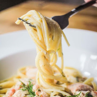 Creamy Linguine with Salmon and Prawns