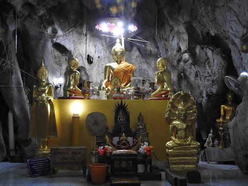 Wat Tham Kai Kaeo