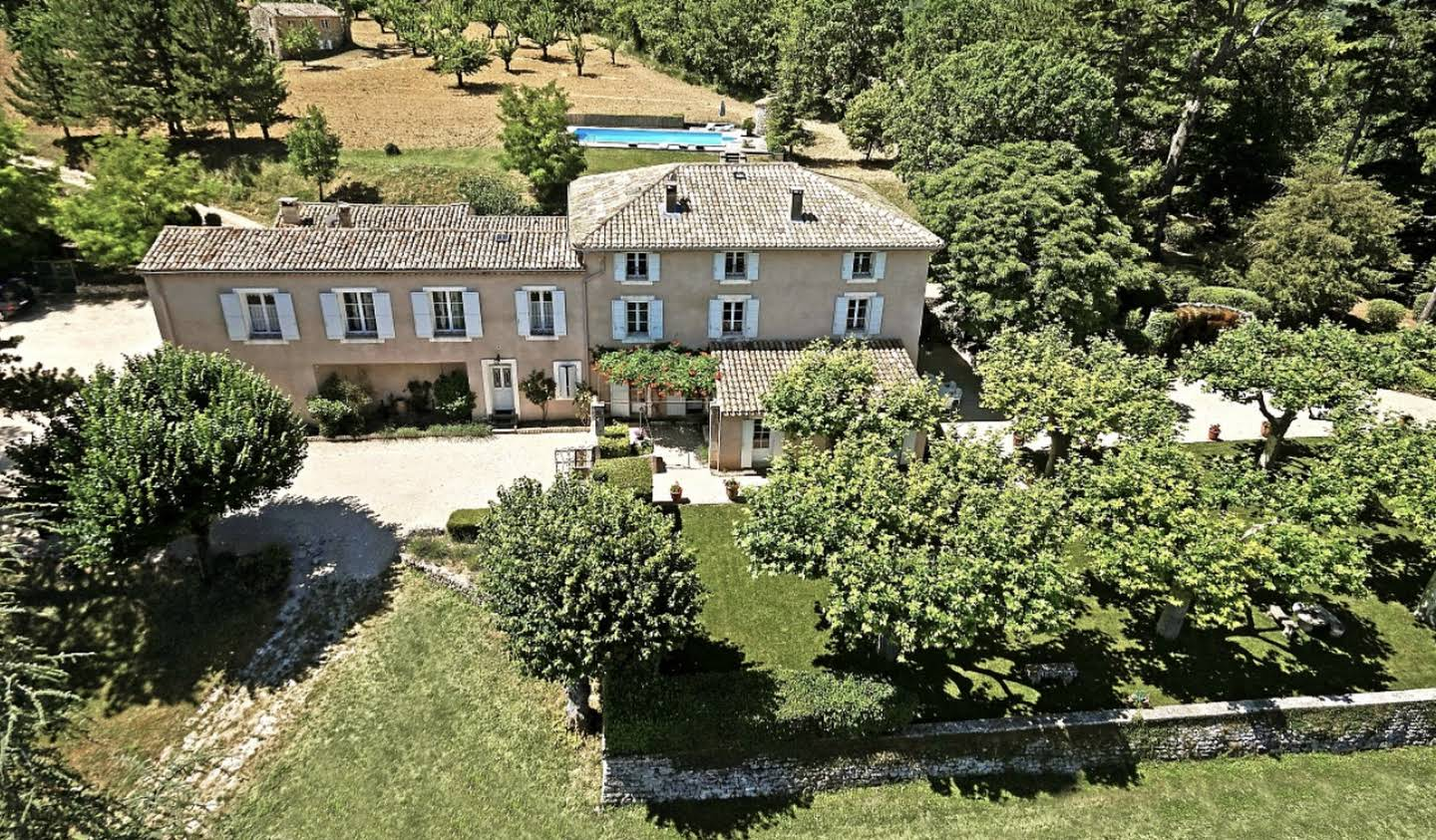 Property with pool Saignon
