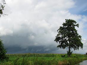 Photo: Ganz kurz zogen dunkle Wolken auf, ein Regenguss folgte.