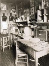 Photo: Gabinete de trabajo del fotógrafo, c. 1910 - EUGENE ATGET