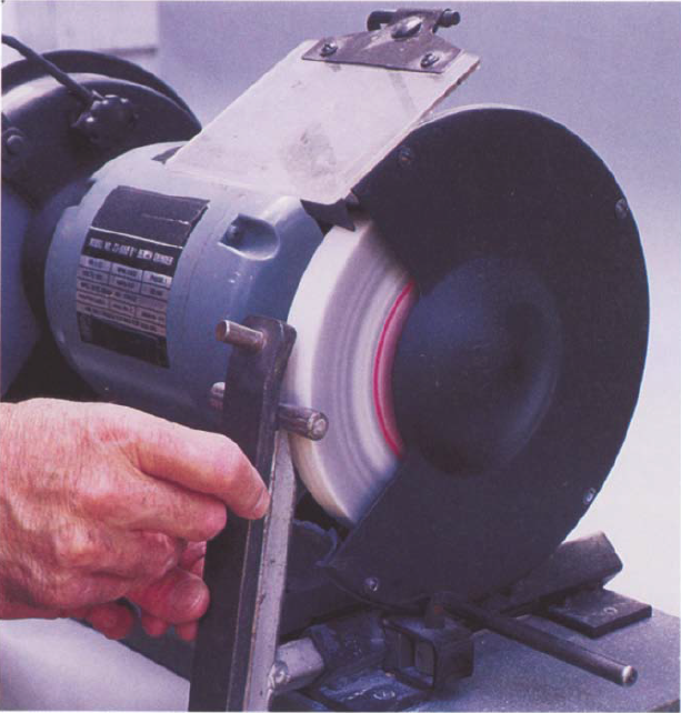 The Oneway dressing attachment presents the diamond dresser to the wheel at the correct 5° negative (downhill) angle and ensures that the wheel is dressed true to its axis.