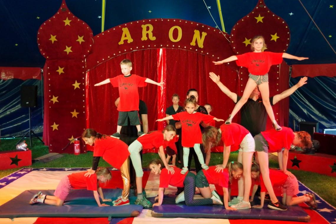 Ganz viel Akrobatik wurde geboten, bei der Uraufführung des Zirkusprojektes. Foto: Andreas Schwarze/TWP
