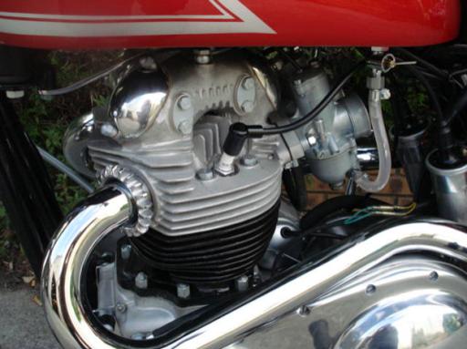 Moteur coté transmission d'une Norton P11 restaurée par l'équipe Machines et Moteurs à Eaubonne