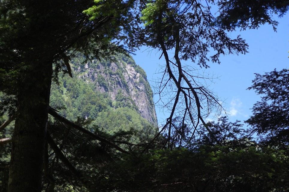 屏風岩の岩壁