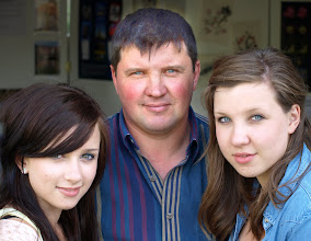 Photo: 04 - Father with daughters