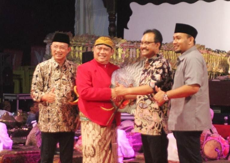 Alun-Alun Ngawi dijadikat tempat pagelaran festival angkringan dan wayang kulit