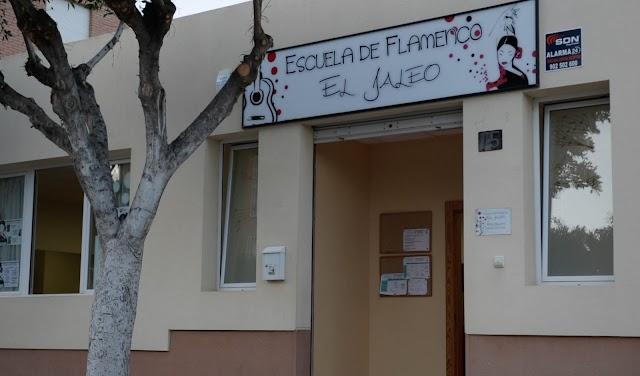 El centro se encuentra en calle Armuña del Almanzora, 15, en Almería.