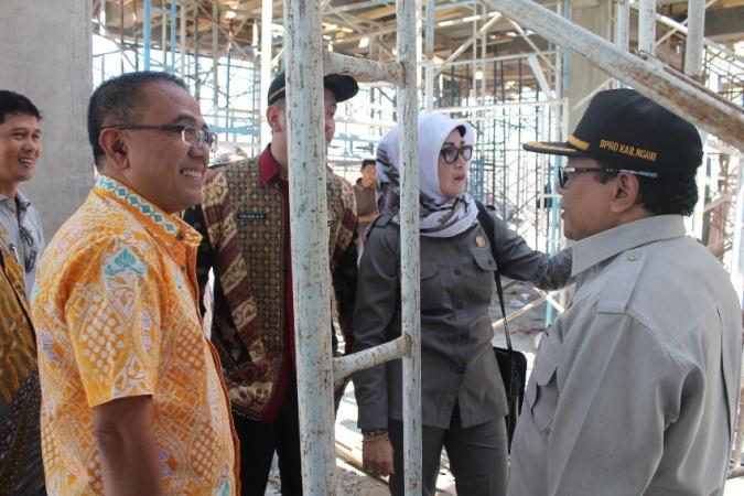 Komisi VI DPRD Ngawi Sidak Proyek Tahun jamak Pembangunan jembatan Watualang