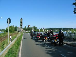 Photo: 17.08.2008  Wachten voor de spoorbrug