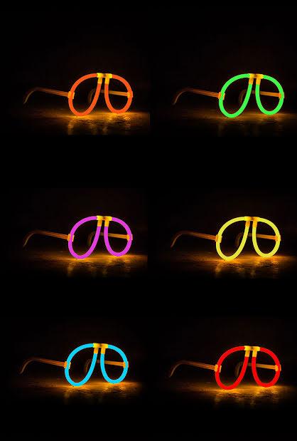 Lysande glasögon, olika färger