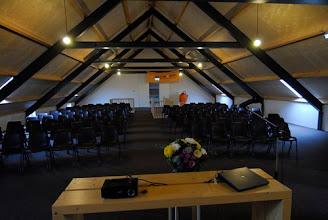 Photo: stoelen staan klaar op 'De Hooizolder' voor het minisymposium