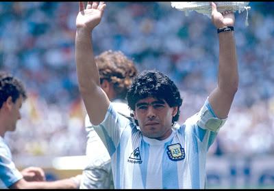 🎥 Hartverwarmend: Argentinië neemt op fraaie wijze afscheid van volksheld Diego Maradona