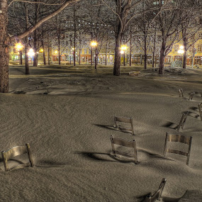 by Clermont Poliquin - City,  Street & Park  City Parks ( night lights, pwcbenches )