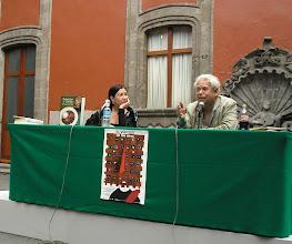 Photo: dia 01.10: Rodolfo Hinostroza (Peru) e Leticia Luna. Detalhe para o livro de culinária peruano que o poeta lancou (ele também é astrólogo)