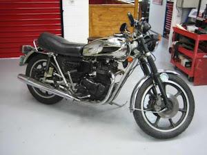 Rare modèle T140 sorti par Triumph en 1981 à l'occasion du mariage de Lady Diana et du Prince Charles...