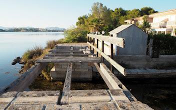 Photo: Järven rantaa pitkin pääsee kävelemään, paikoitellen. Paikoitellen taas vaadittaisiin hiukan rohkeutta ja akrobatiaa!