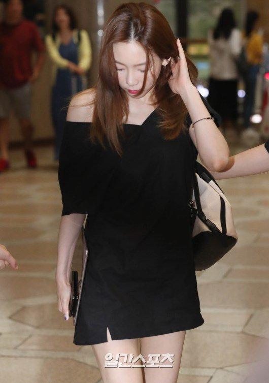 taeyeon shoulder 42
