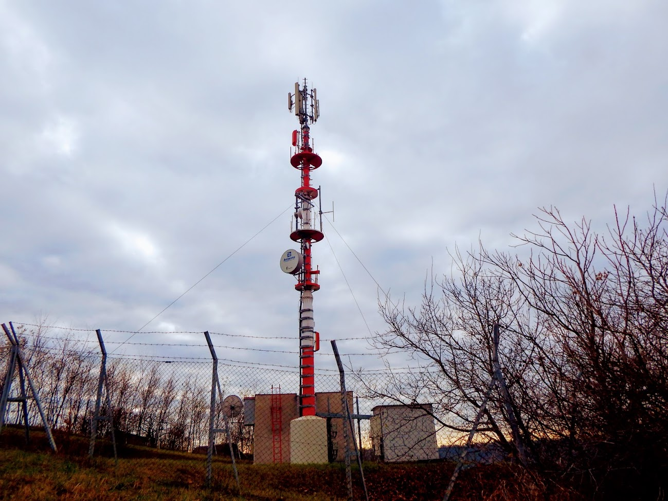 Tamási/Szarkahegy - TV-URH reléadó