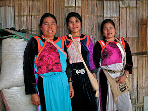 Photo: Lisu mother and her two daugthers