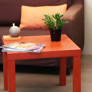 relooker un table basse basique avec les conseils DIY pour personnaliser sa table basse Lack IKEA avec kit complet béton ciré avec produit pour réaliser soi-même sa table en béton ciré