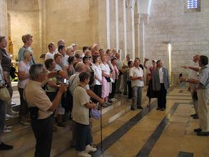 Photo: Jérusalem, basilique Ste Anne : écoute de l'écho d'un chant