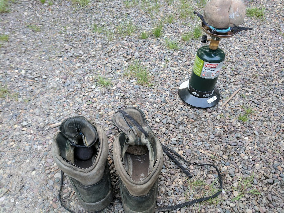 "Drying shoes with the ""hot rock"" method"
