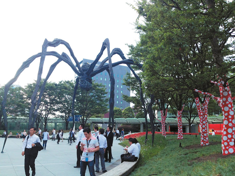 Louise Bourgeois, The Spider, and Yayoi Kusama, Trees, Roppongi Hills