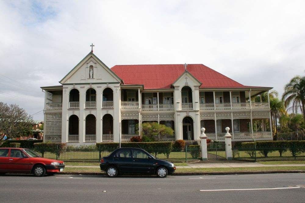 Above: Mount Carmel Convent. 14 bedrooms House was for Sale. $3,000,000. 199 Bay Terrace Wynnum Qld 4178.
