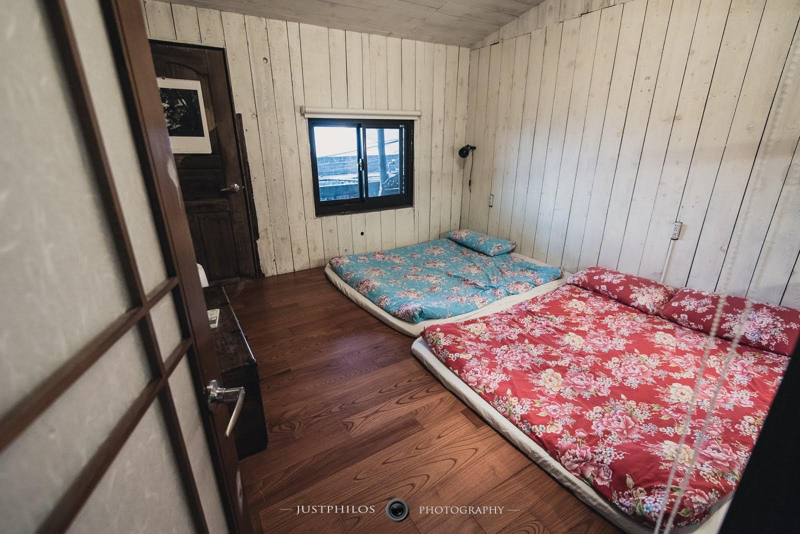 二樓空間是間可睡四人的通鋪,因為那天是三個女生睡這間,整體空間算滿足夠的。
