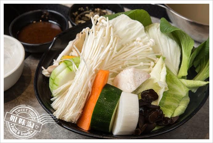 哈肉鍋大盤肉時令蔬菜盤