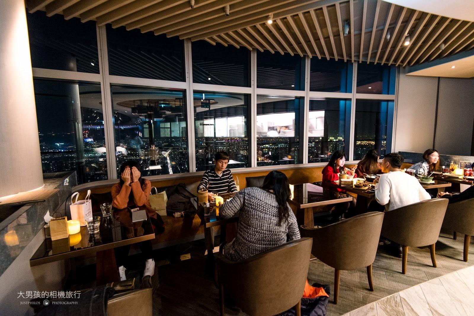室內用餐區基本上都是靠窗的位置,可以居高眺望板橋市區夜景。