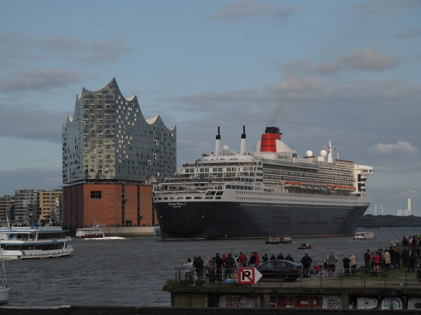 ElbPhilharmonie & Queen Mary 2, Hamburg