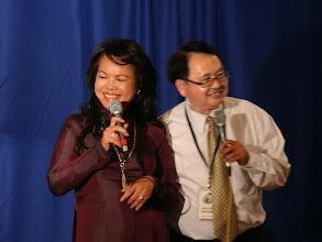 """Photo: Tiếp nối chương trình là màn song ca của 2 cựu SVLK Sài Gòn là chị Dương Thị Tiến và anh Nguyễn Vạn Bình qua bài """"Suối Tóc"""" của nhạc sĩ Văn Phụng rất mùi mẫn."""