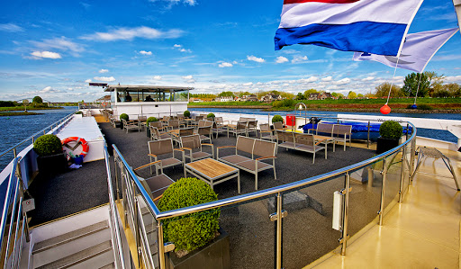 Avalon-Vista-sky-deck - Watch Europe sail by from your premium lounge chair or the whirlpool on Avalon Vista's Sky Deck.