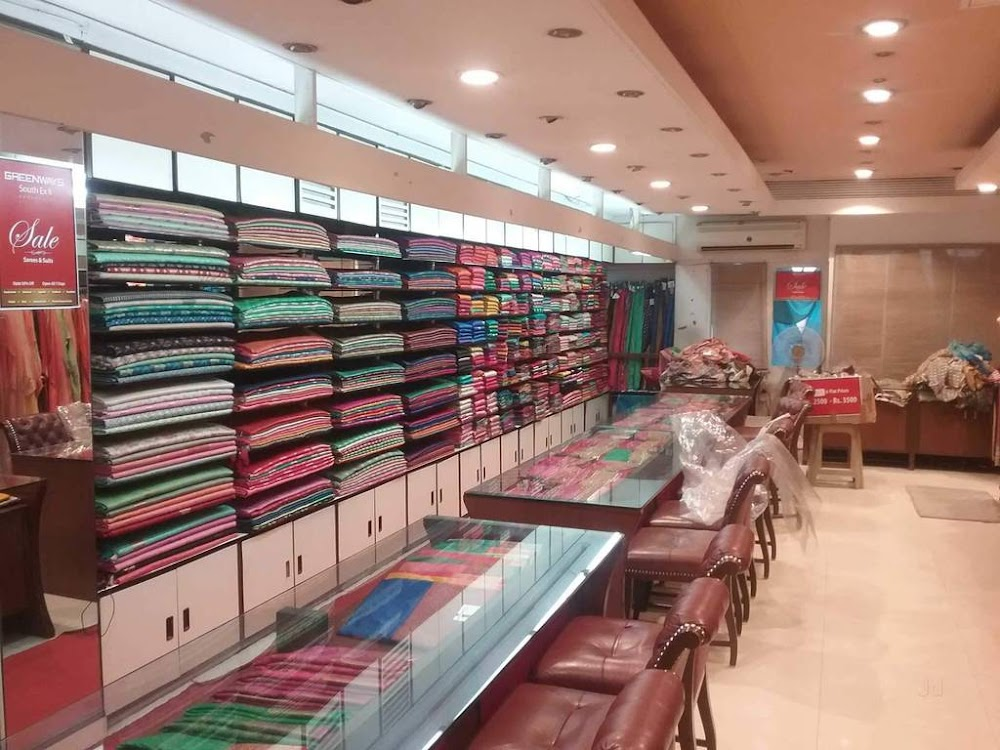 saree-shopping-in-delhi-south-ex-latest-saree-trends_image