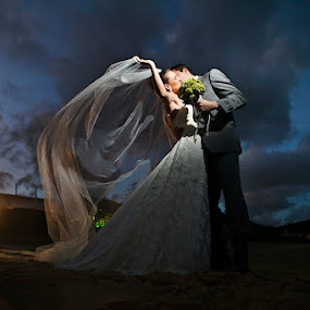 by Anderson Miranda - Wedding Bride & Groom