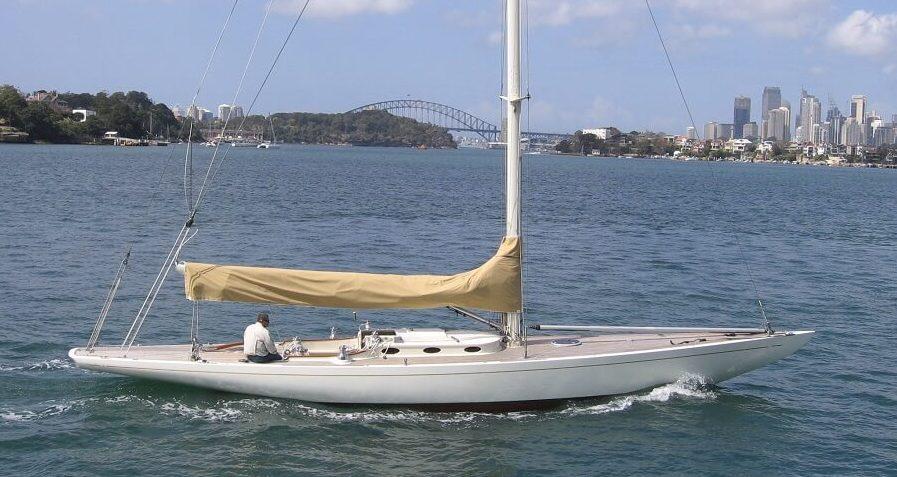 Onko sähkökäyttöinen sopiva veneelleni?  Esimerkki siirtymän rungosta