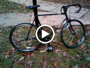 Video: I installed the White Industries freewheel but I am going to turn it into mu mule: remove decals, add 32c Marathon Plus tires, full fenders, bell, front and rear LEDs and a plain black leather Brooks B-17 saddle. more to follow!