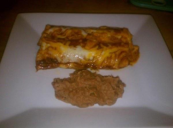 Serve enchiladas with your favorite side, I like a Chipotle seasoned refried bean, mmmmmmmmm