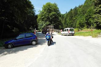 Photo: Tu nieco oprzytomniałam, Arcon zjeżdża z szutrowej drogi pod Samostan