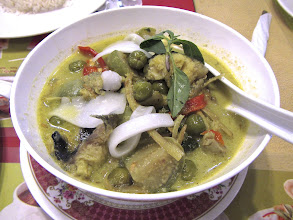 Photo: green curry with chicken and young coconut, Toh Plue at Chatuchak weekend bazaar