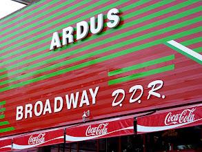Photo: Zumindest Coca-Cola und Broadway passen zusammen.