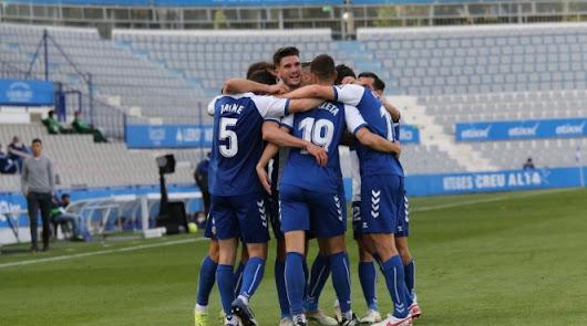 Los jugadores del Sabadell celebrando una victoria decisiva.
