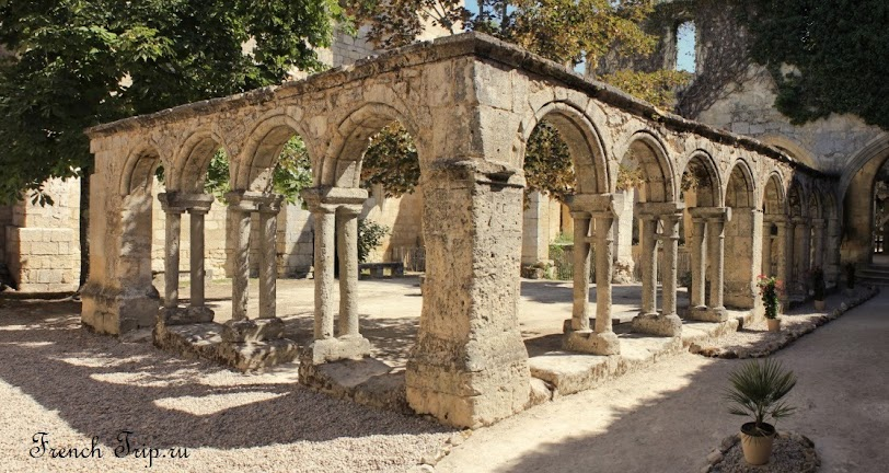 Клуатр монастыря Кордильеров, Сент-Эмильон, Франция